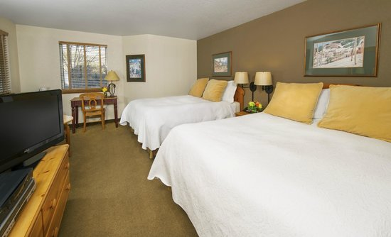 Inn and Suites at Riverwalk: Deluxe Hotel Room with 2 Queen Beds