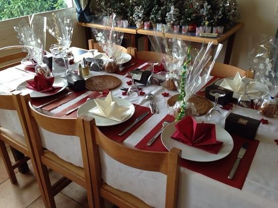 Institut de Francais: Joyeux Noël table setting