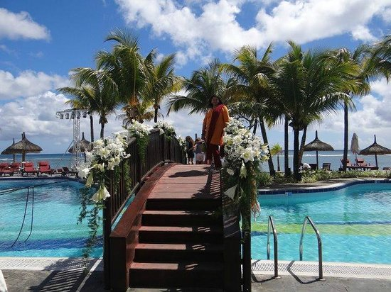Le Meridien Ile Maurice : The lovely pool area which had been decked for a wedding