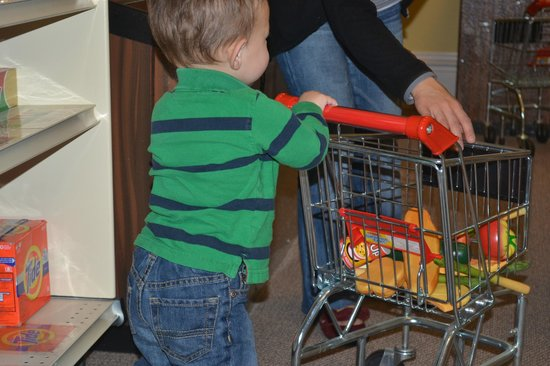 St. George Children's Museum: Shopping in the Pint Sized Grocery Store