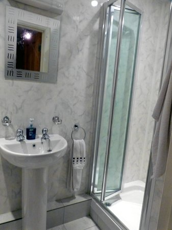 The Riverside Bed and Breakfast: Bathroom