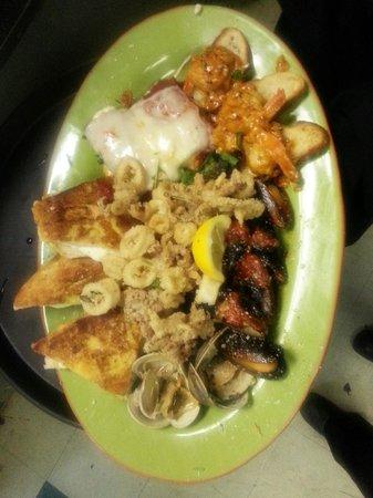 Ferraro's Italian Eatery: Hot Antipasto for 2