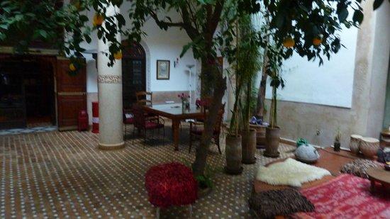 Riad Rafaele : courtyard- breasfast