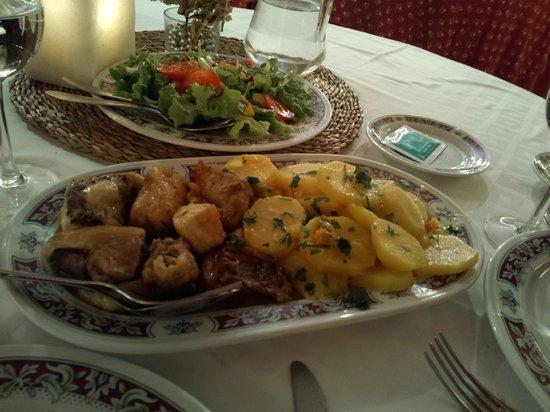 Casa Grande de Fuentemayor: chicken with potatoes