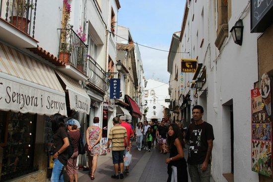 Don Juan Tossa: Улица вдоль набережной
