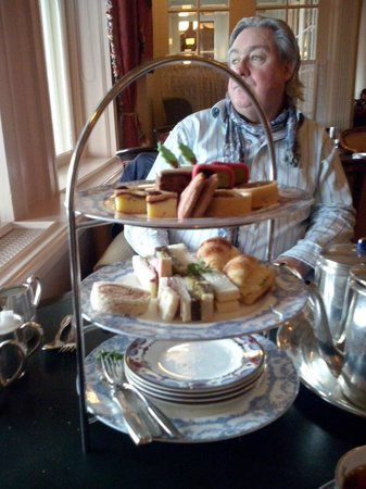 Oak Bay Guest House: high tea