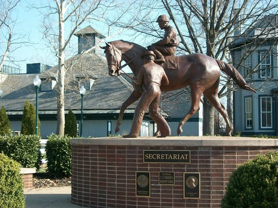 Kentucky Horse Park : Secretariat and trainer