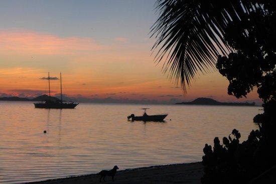 Beach Villa Seychelles: Sonnenuntergang am Hotelstrand