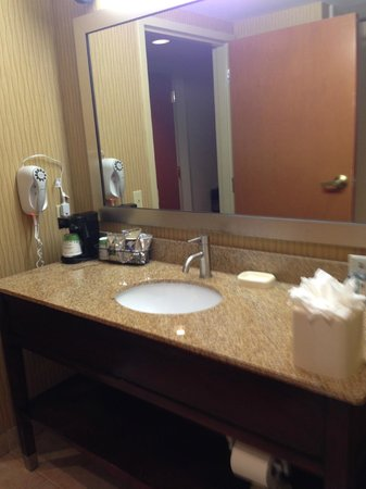 Hampton Inn Philadelphia Center City - Convention Center: Bathroom - hair dryer, coffee pot, lots of room for toiletries