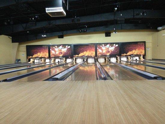 Bowlera Fun Center: Bowling lanes