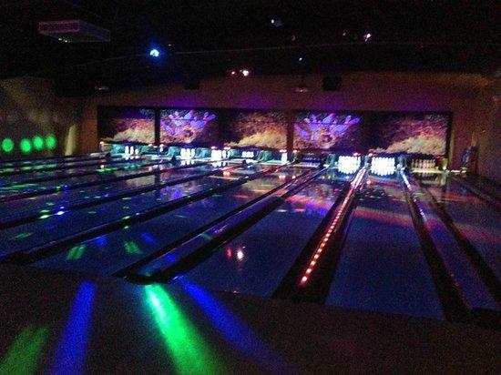 Bowlera Fun Center: Cosmic bowling