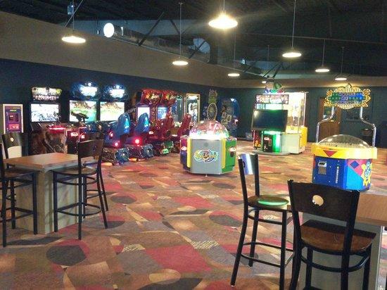 Bowlera Fun Center: Play games