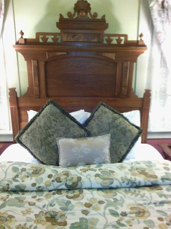 After Eight Bed & Breakfast: comfy bed