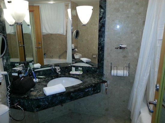 The Westin Bellevue Dresden : Das Badezimmer
