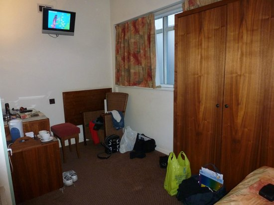 The Robin 2 Hotel: Our Room