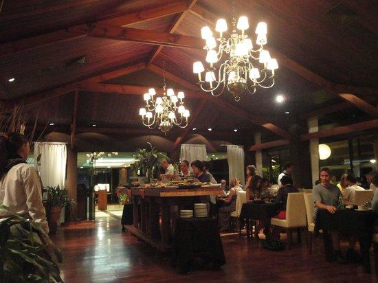 Raices Esturion Hotel: Tenue iluminación del comedor