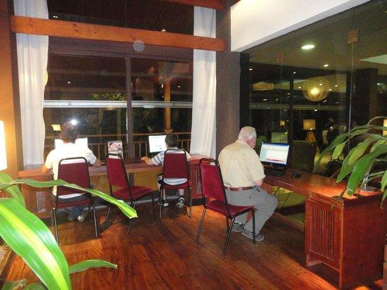 Raices Esturion Hotel: Area de computadoras