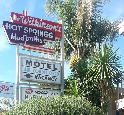 Dr. Wilkinson's Hot Springs Resort : Love the Nostalgic Sign, suits the hotel!!
