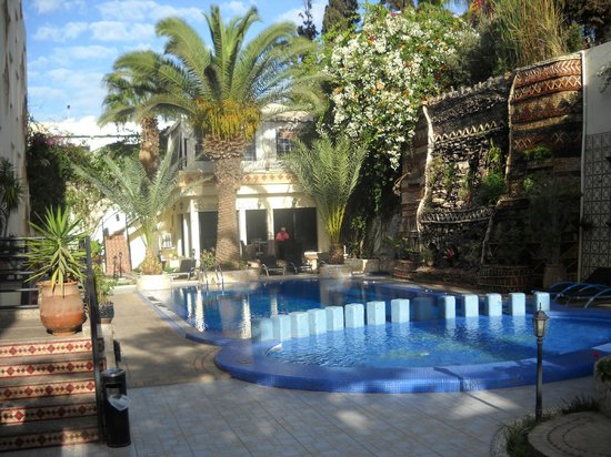 The Atlantic Hotel: Jardin et piscine