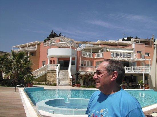 Hotel Gerakas Belvedere Luxury Suites: hotel