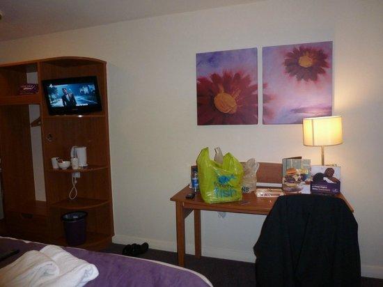 Premier Inn Cardiff City Centre Hotel: Our Room