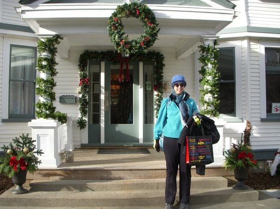 Compton House Bed & Breakfast : Entrance decorated for Christmas