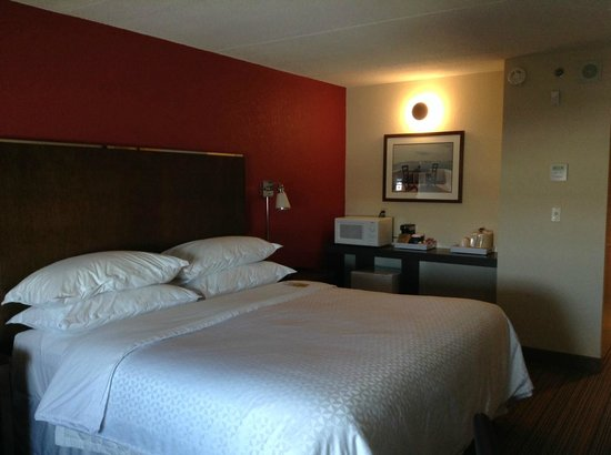 Four Points by Sheraton Winnipeg International Airport: SUPER comfy bed!
