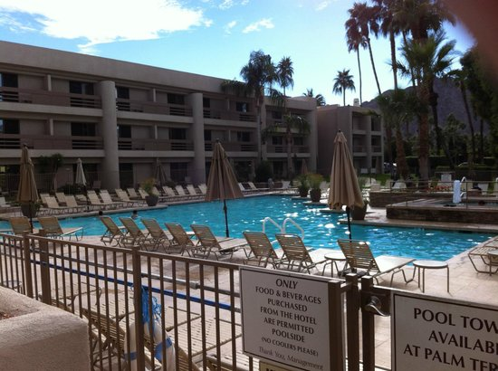 Indian Wells Resort Hotel : View of the pool