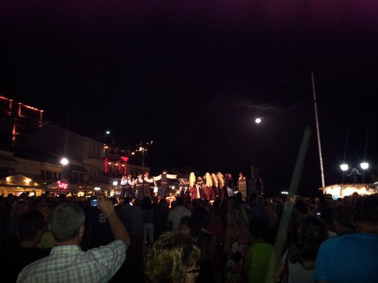 Bacoli Hotel : Party at the docks Parga