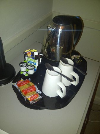 The Spread Eagle Hotel: Coffee and Crackers in room