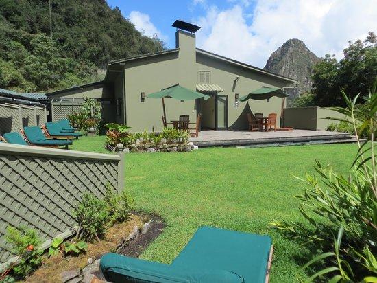Belmond Sanctuary Lodge: Patio area and backyard