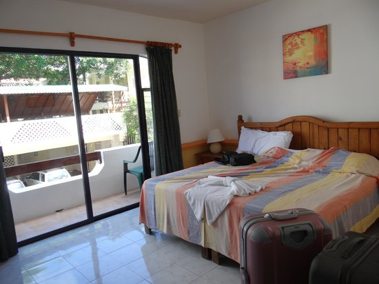 Hotel Vista Caribe: Chambre vue sur la rue