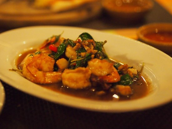 Baanthai Seafood Restaurant: stir-fry prawn with basil