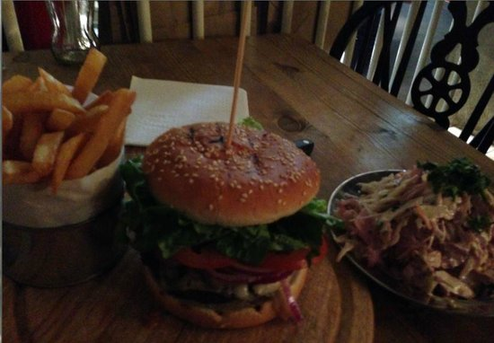 Cookhouse Joe: Burger, fries and coleslaw
