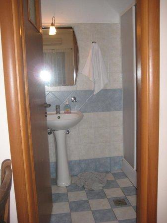 Aphrodite Hotel & Suites: No counter space around sink