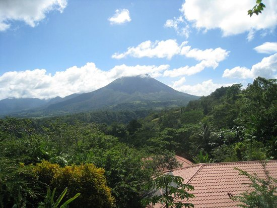 The Springs Resort and Spa : view of the volcano from the room