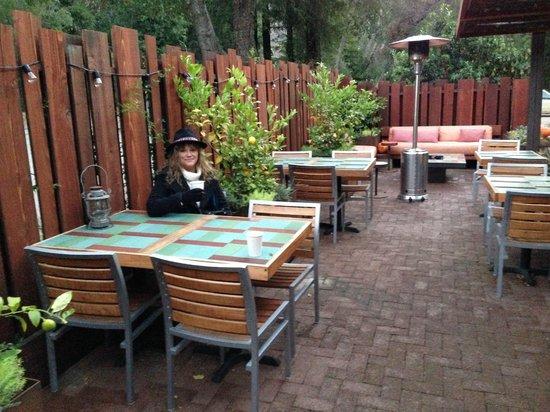Glen Oaks Big Sur: outdoors