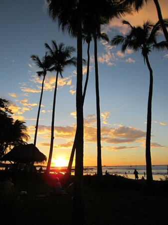 Hotel Tamarindo Diria: Beautiful sunset view from the Diria's beach entrance