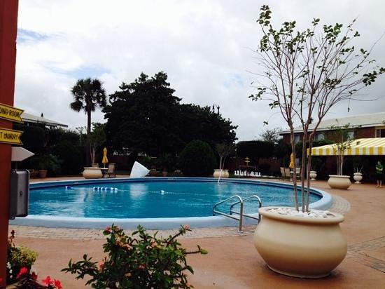 BEST WESTERN Palm Beach Lakes Inn: swimming pool