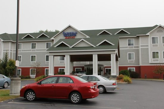 Fairfield Inn & Suites White River Junction: Building