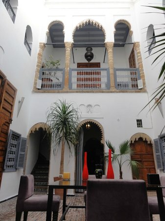 Art Riad: Looking up from center part of hotel