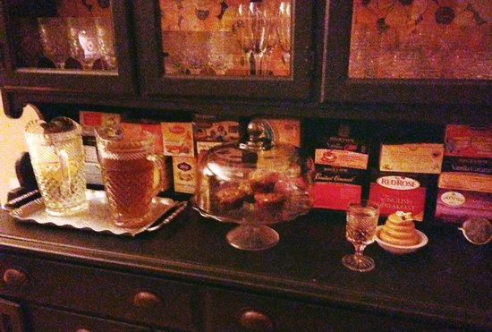 Goldberry Woods Bed & Breakfast Cottages : Treats available