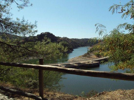 Monfrague National Park: Vista de la presa en la Tajadilla.