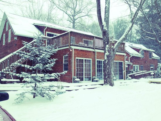 Goldberry Woods Bed & Breakfast Cottages: Beautiful Winter pic of the Inn