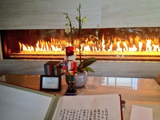 Photo of Restaurant Lobby Lounge at Shangri-La Hotel Toronto at 188 University Ave, Toronto, ON M5H 0A3, Canada
