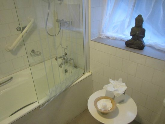 The Quay House: Bathroom zen