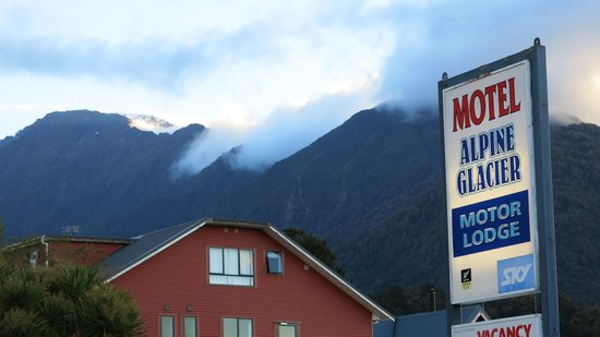 Alpine Glacier Motor Lodge: the motel