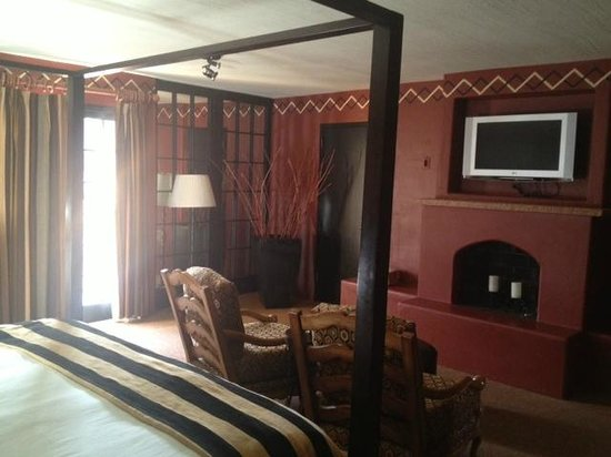 Inn and Spa at Loretto : Interior of Room