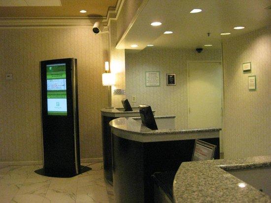 Holiday Inn Los Angeles International Airport: front desk