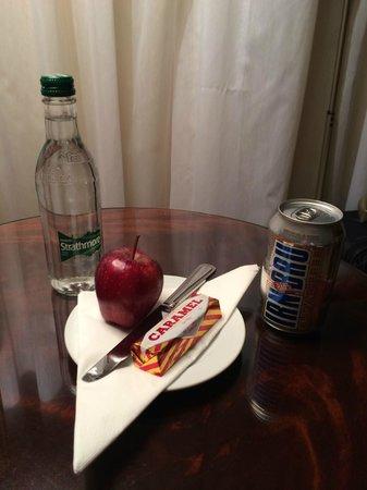 Glasgow Marriott Hotel: Compimentary Scottish snacks